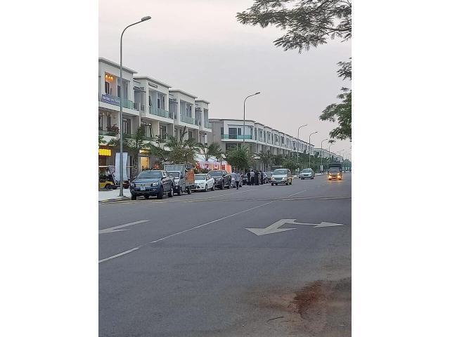 Cho thuê shophouse Centa city 3 tầng 10tr/tháng, lh 0917785266