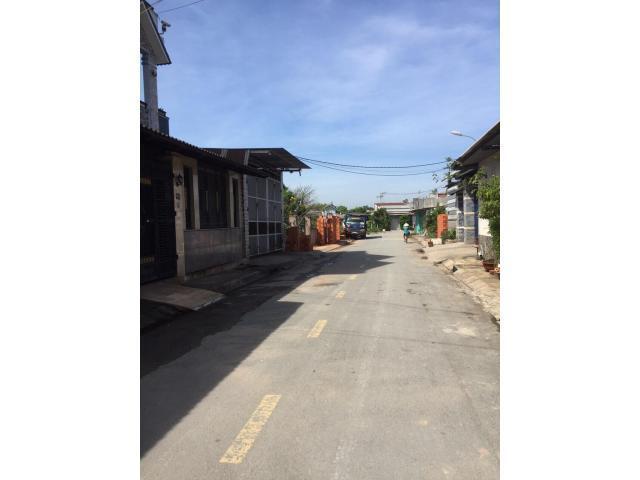 Bán nhà trệt lầu gác đúc suốt hẻm ô tô thông ngay trung tâm huyện Hóc Môn