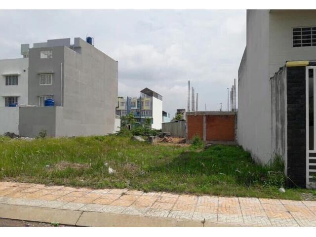 Bán đất giá rẻ ở mặt tiền đường Nguyễn Duy Trinh, Quận 9.